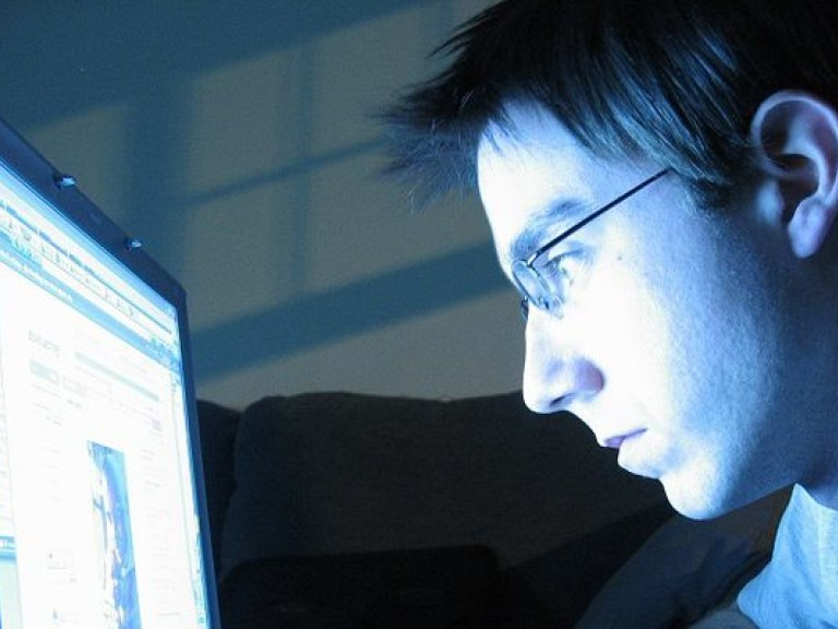 causes symptoms and consequences of internet addiction disorder