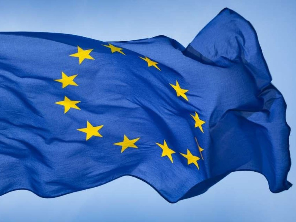 the european union and the adoption of the euro As of the 1st of january 2014, 18 members of the european union use the euro the members of eurozone (the countries that use and print euros)are: austria,belgium,cyprus, estonia,finland,france.